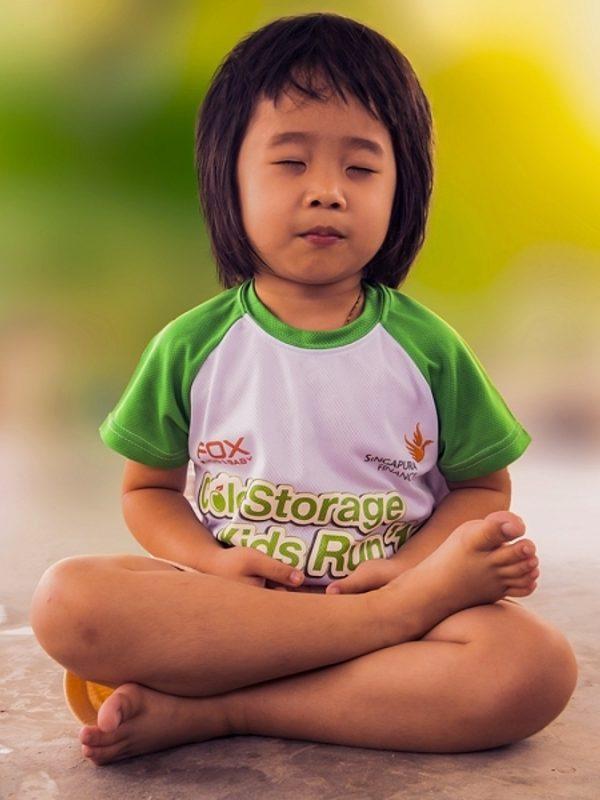 Meditation enfant portrait