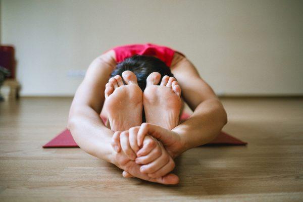 Yoga pieds mains