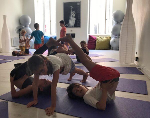 Posture à trois stage enfants